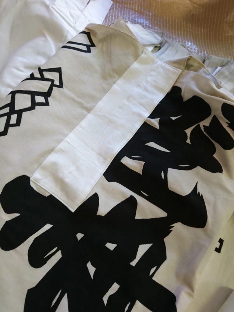 神社のぼり(奉納のぼり)を当て布で補修した画像