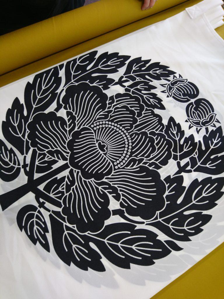 真宗大谷派の抱き牡丹の画像