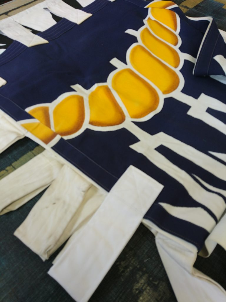 八剱社の大のぼりのチチを交換した画像