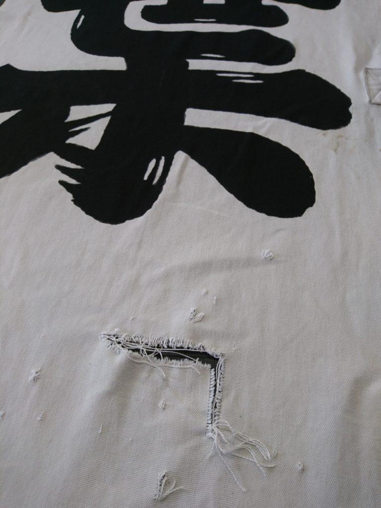 秋葉社の奉納のぼりが破れてしまった画像