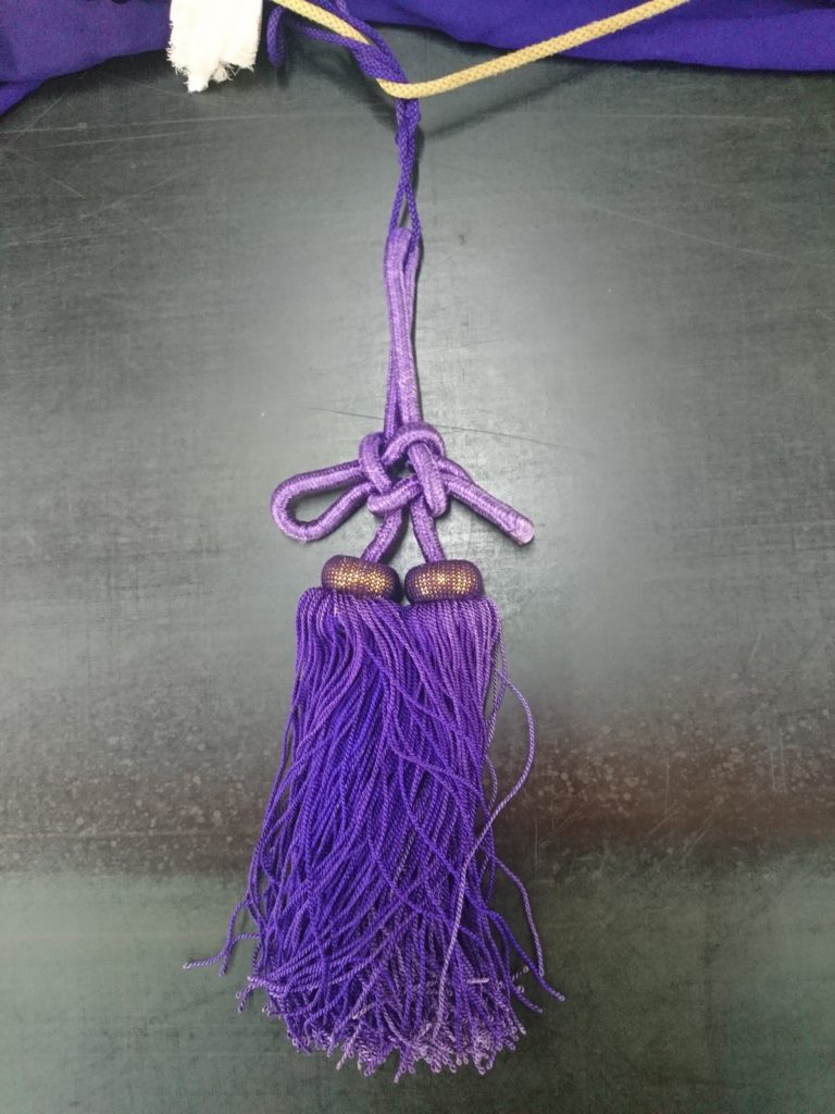 幕用の紫の房の画像