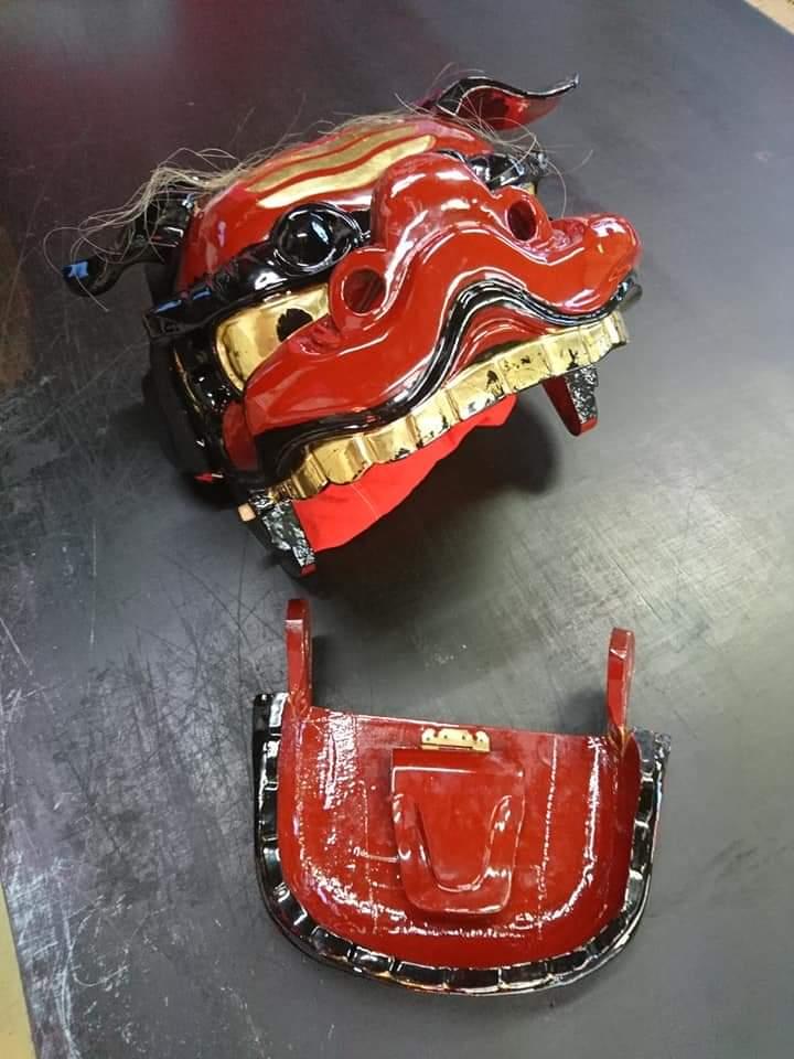 獅子頭のあごの修理前の画像