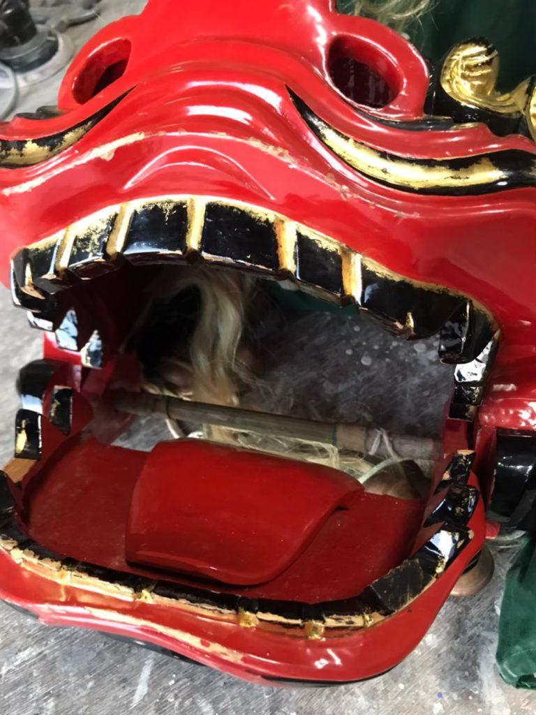 修理前の獅子頭の歯の画像
