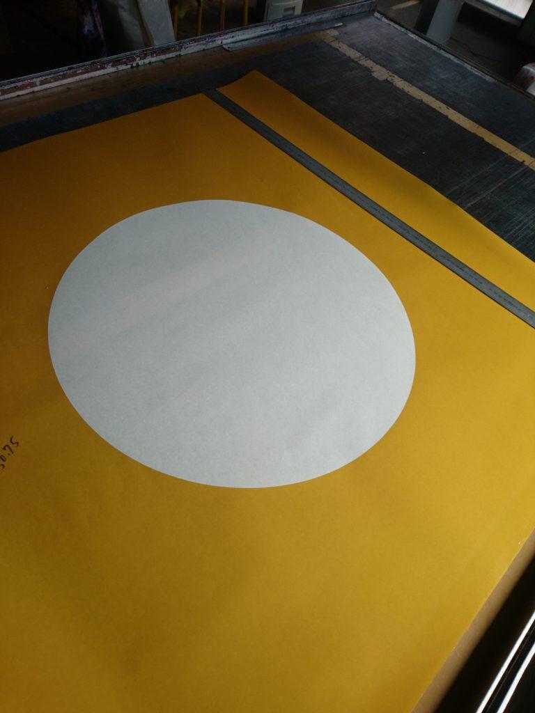 国旗(日章旗)の型紙を切った画像